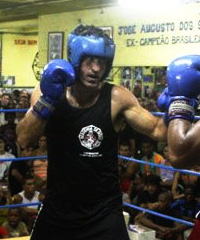 Murilo Bustamante Competes in Boxing