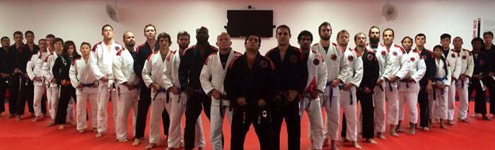 Felipe Neto and his students at the Alliance Zicro Academy